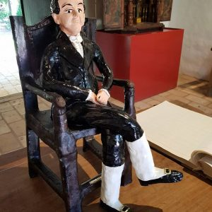 El Dr. Francia de arcilla en el Museo de Yaguarón y la falta de respeto al héroe Nacional